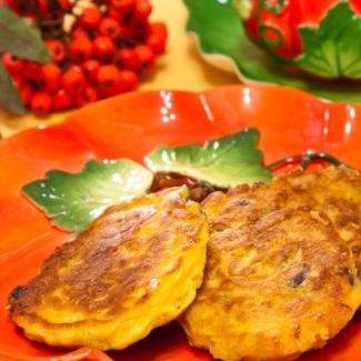 Оладьи с тыквой и вяленой ягодой | Рецепты с фото