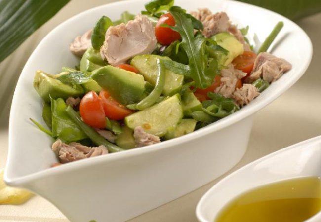 Овощной салат с консервированным тунцом | Рецепты с фото