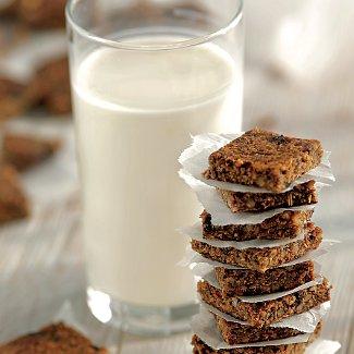 Овсяно-ореховые квадратики с черносливом | Рецепты с фото