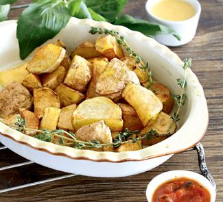 Пататас бравас, жареный картофель с соусом | Рецепты с фото