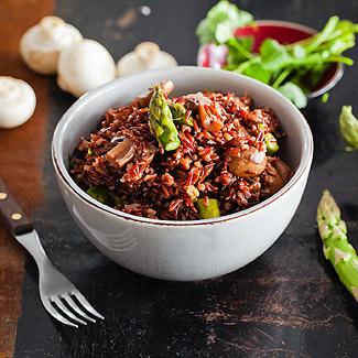 Пилав из коричневого риса, спаржи и грибов в мультиварке | Рецепты с фото