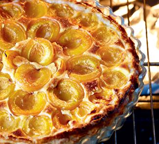 Пирог с абрикосами и миндальным кремом | Рецепты с фото