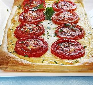 Пирог с томатами, базиликом и сыром Таледжио | Рецепты с фото