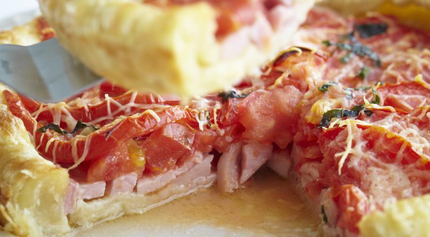 Пирог с ветчиной, помидорами и базиликом | Рецепты с фото