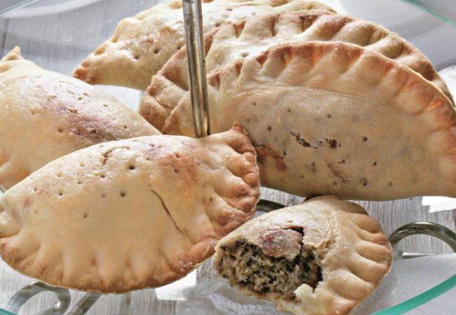 Пирожки-кальцоне с сыром и орехами | Рецепты с фото