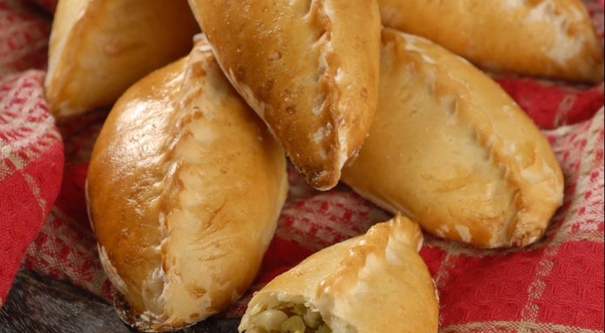 Пирожки с молодой капустой и луком-пореем | Рецепты с фото