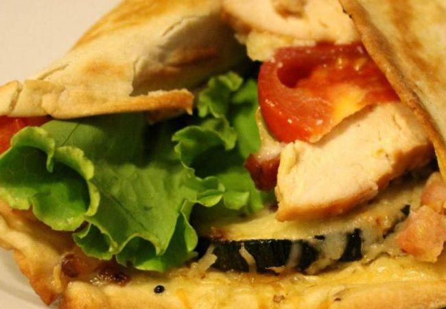 Пицца на лаваше по мотивам салата Цезарь | Рецепты с фото