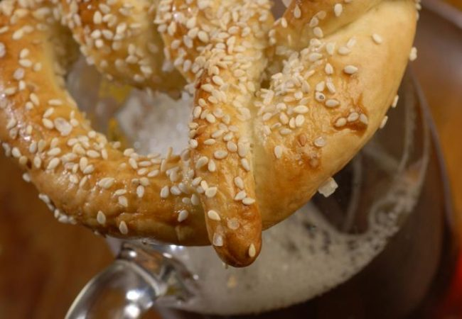 Претцели (немецкие крендели) | Рецепты с фото