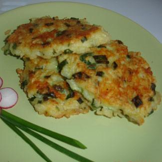 Рисовые оладьи с сыром и луком | Рецепты с фото