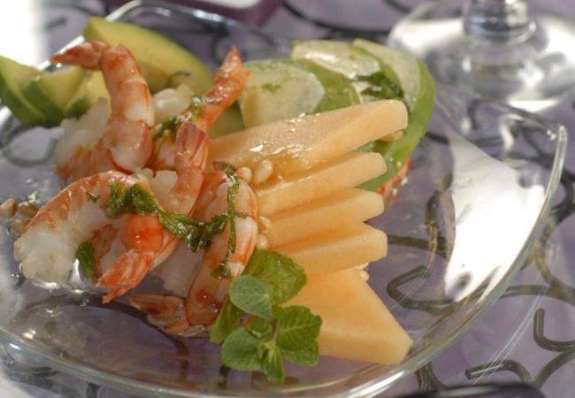 Салат из дыни, авокадо и креветок | Рецепты с фото
