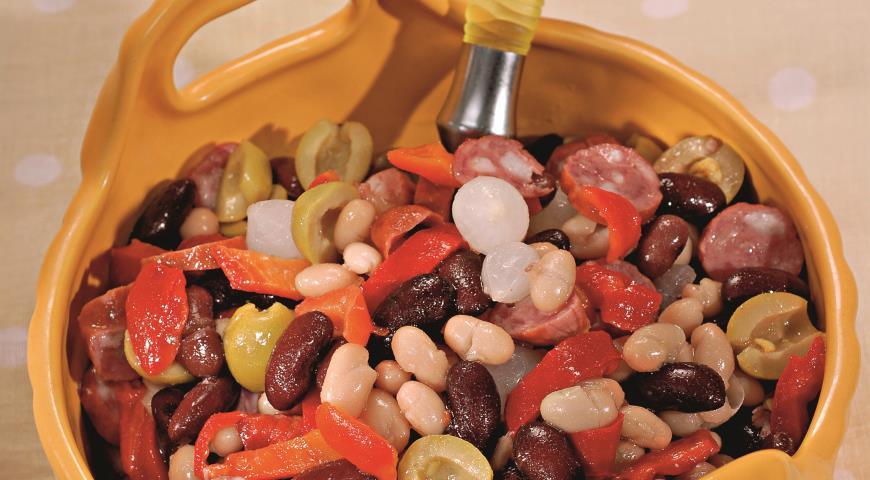 Салат из фасоли с колбасками | Рецепты с фото
