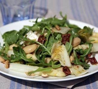 Салат из гигантской фасоли со спаржей и заправкой песто | Рецепты с фото