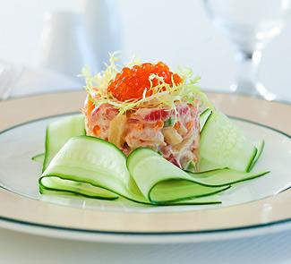 Салат из коктейльных креветок и красной икры | Рецепты с фото