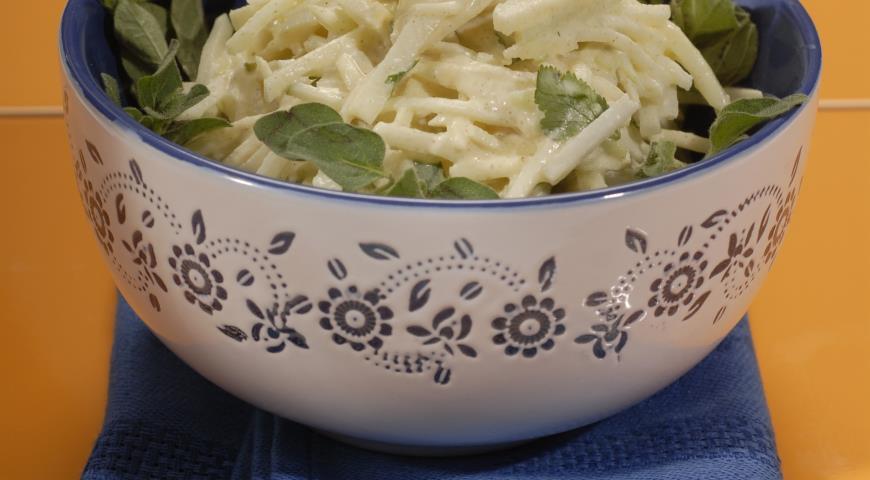 Салат из кольраби с горчичной заправкой | Рецепты с фото
