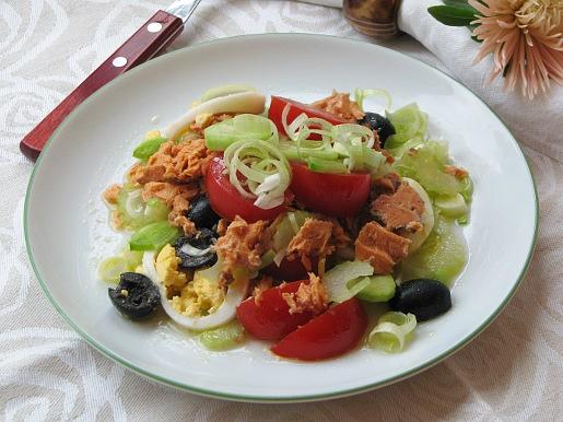 Салат из консервированного лосося | Рецепты с фото