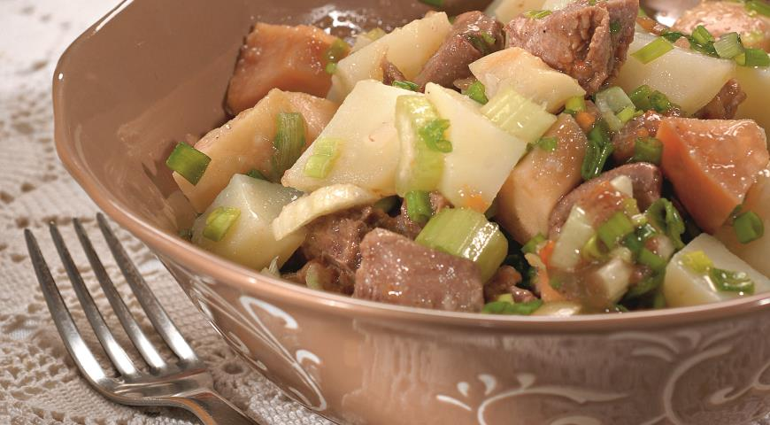 Салат из консервированного языка с мочеными яблоками | Рецепты с фото