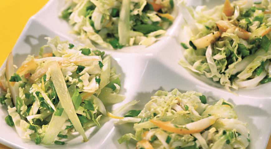 Салат из копченых кальмаров фото