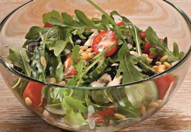 Салат из курицы с кефирной заправкой | Рецепты с фото