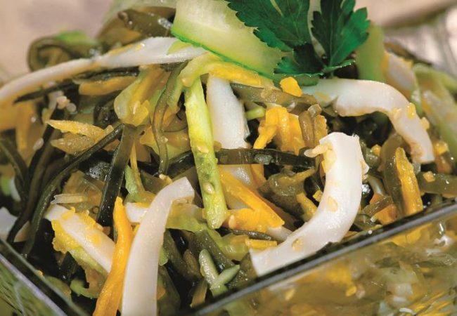 Салат из морской капусты с кальмарами | Рецепты с фото