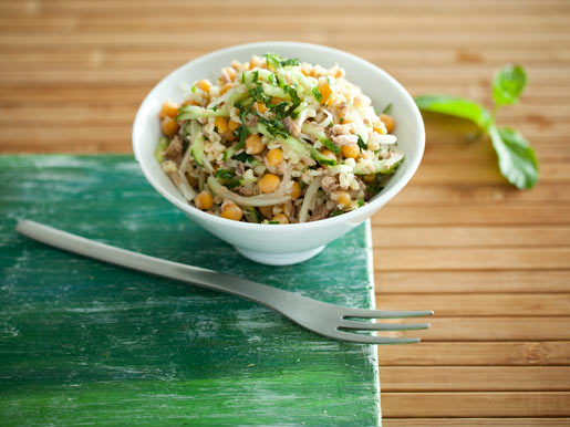 Салат из нута с булгуром и тунцом | Рецепты с фото
