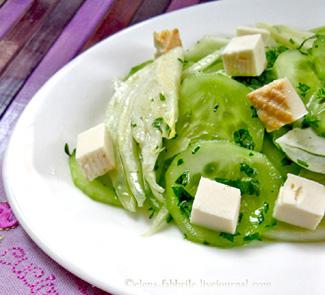 Салат из огурцов, фенхеля и копченой рикотты | Рецепты с фото