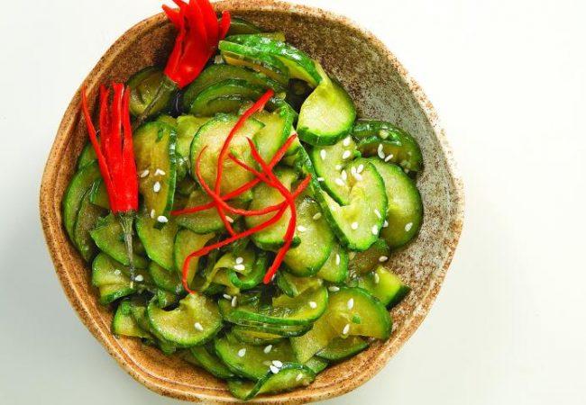 Салат из огурцов и зелени | Рецепты с фото