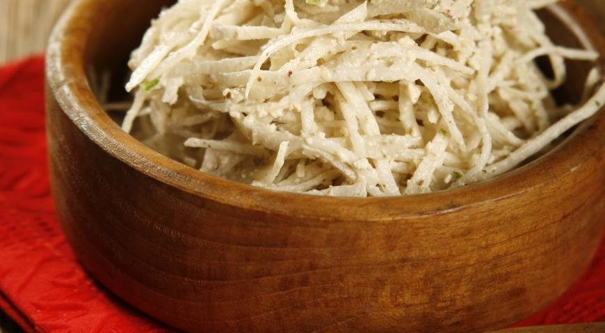 Салат из редьки с орехами | Рецепты с фото
