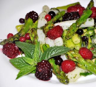 Салат из спаржи и ягод | Рецепты с фото