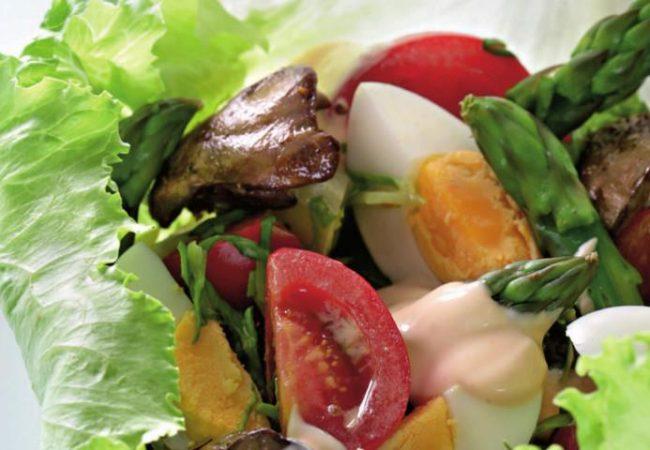 Салат из спаржи с куриной печенкой | Рецепты с фото