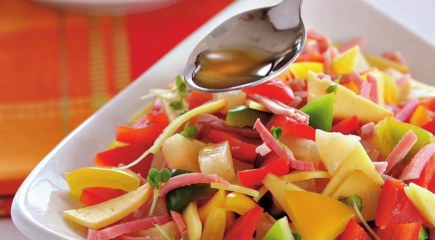 Салат из трех перцев с окороком и сыром | Рецепты с фото