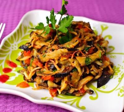 Салат из жареных баклажанов с картофелем | Рецепты с фото