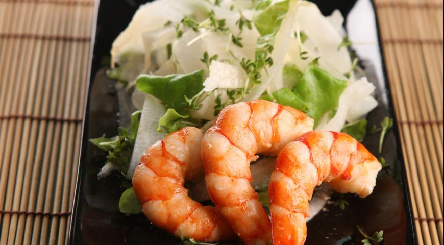 Салат с дайконом и креветками | Рецепты с фото