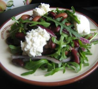 Салат с фасолью, руколой и творожным сыром   Рецепты с фото
