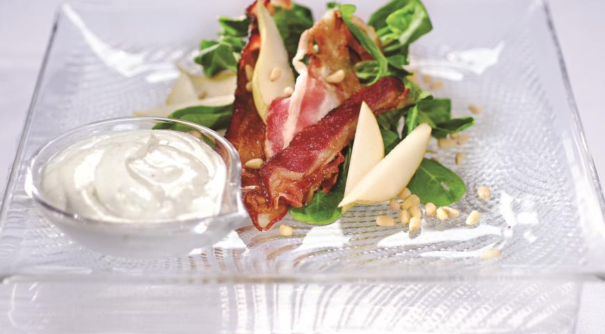 Салат с грушами и хрустящим беконом | Рецепты с фото
