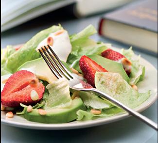 Салат с клубникой и авокадо | Рецепты с фото