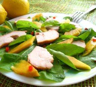 Салат с копченой грудкой, манго и рукколой | Рецепты с фото