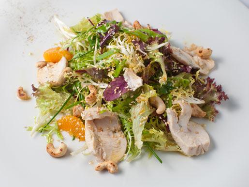 Салат с куриным филе и мандарином | Рецепты с фото