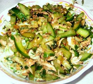 Салат с курицей и огурцами в восточном стиле | Рецепты с фото