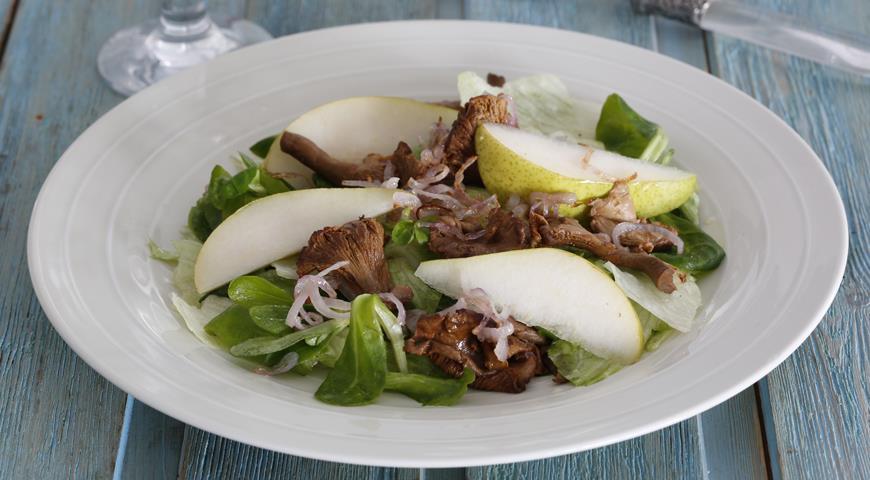 Салат с лисичками и грушами | Рецепты с фото