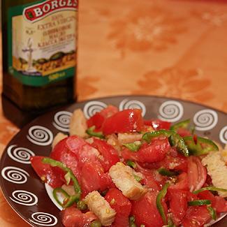 Салат с помидорами и хлебом | Рецепты с фото