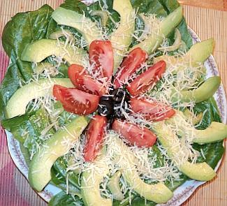 Салат с помидорами, маслинами и авокадо | Рецепты с фото