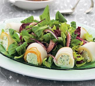 Салат с рулетиками из кальмара | Рецепты с фото