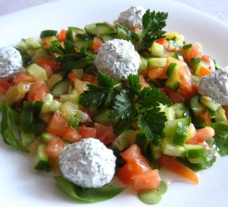 Салат с шариками из феты, укропа и маслин | Рецепты с фото