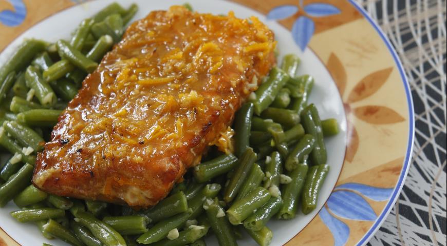 Семга с зеленой фасолью и апельсиновым соусом | Рецепты с фото