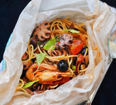 "Спагетти с морепродуктами в ""конверте"" | Рецепты с фото"