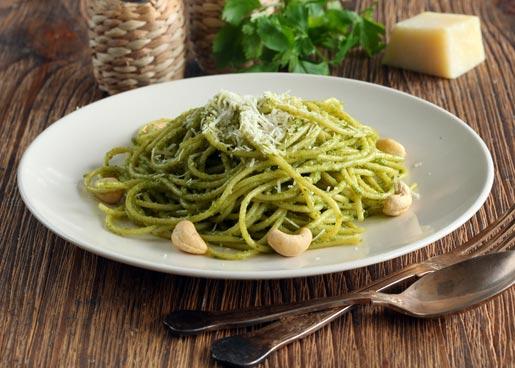 Спагетти с песто из руколы и кешью | Рецепты с фото