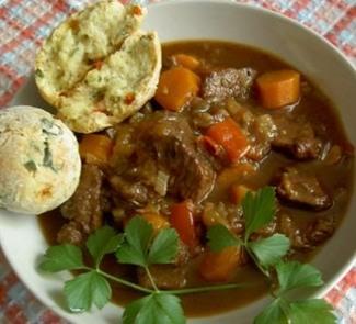 Стю из говядины со сливами и сконами | Рецепты с фото