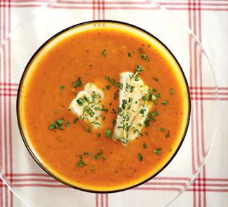 Суп из печеных овощей с жареной рыбой | Рецепты с фото