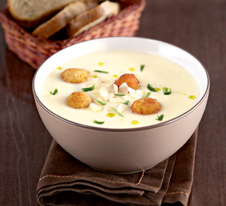 Суп-пюре из цветной капусты с сырными шариками   Рецепты с фото