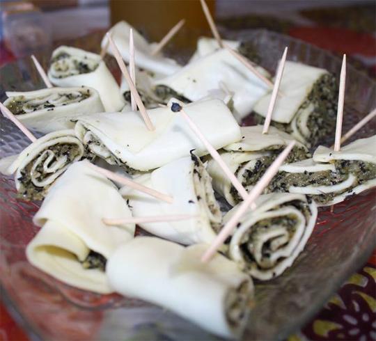 Сырные рулетики с песто | Рецепты с фото